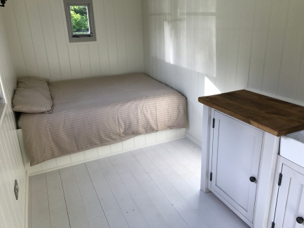 Shepherd hut - bed