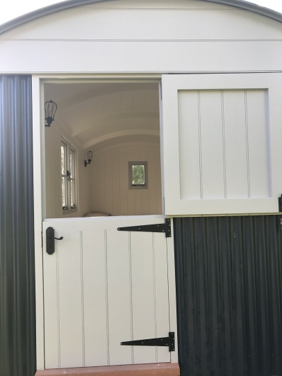 Shepherd hut - Barn Door