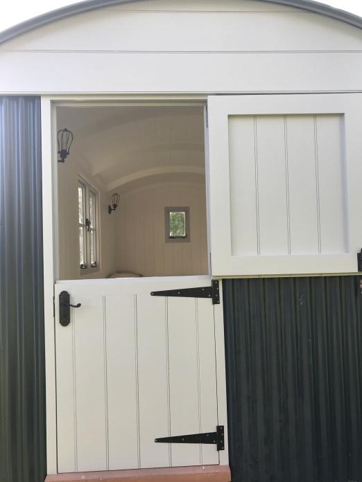 Shepherd hut - Barn Door