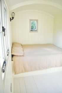 Shepherd hut - Bed with Window