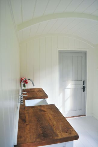 Shepherd hut - Sink and Rear Exit